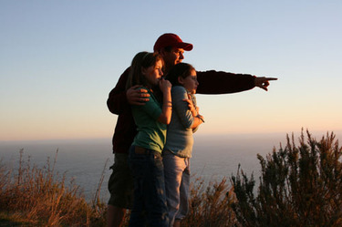 Sunset_kids_kevin_pointing